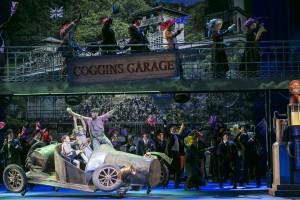 Anfangsszene in Coggings Garage, wir spielen mit dem alten Rennauto