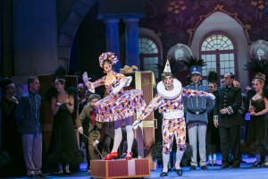 im Schloß des Baron, Nadine Zeintl als Puppe, Peter Lesiak als Harlekin