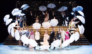 SINGIN' IN THE RAIN Ensemble © Marie-Laure Briane