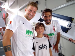 Marinus mit dem Augsburg-Kapitän Daniel Baier und dem Stürmer Halil Altintop, beide waren total nett! Vielen Dank, hat echt Spaß gemacht!